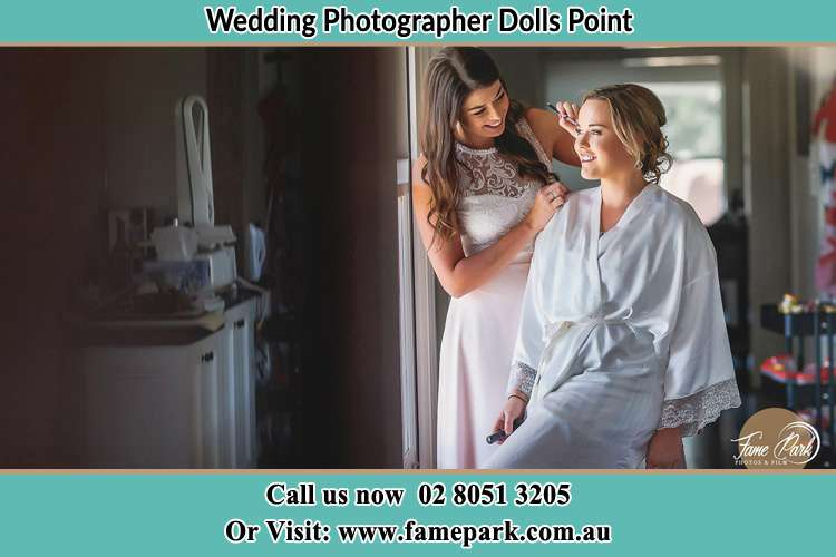 Photo of the Bride having make up Dolls Point NSW 2219